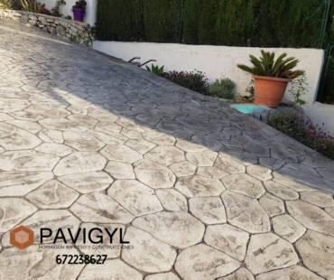 Pavigyl te proporciona variedad, diseño y color en el hormigón impreso.